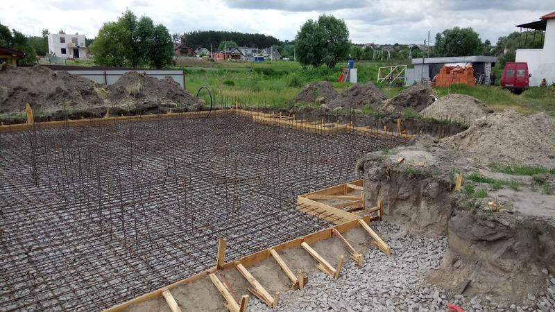 Подготовка армакаркаса перед заливкой бетонна