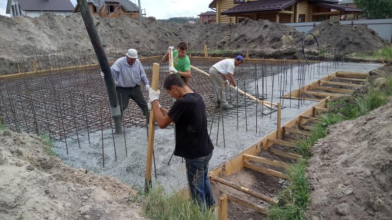 Заливка бетона с бетононасоса