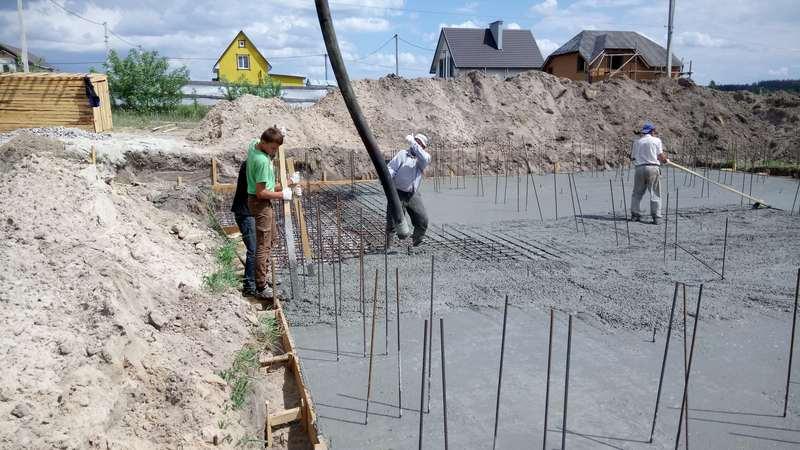 Заливаем бетонное основание