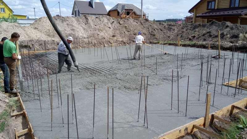 Заливка монолитной бетонной плиты