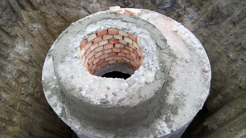 Штукатурка горловины канализационного колодца