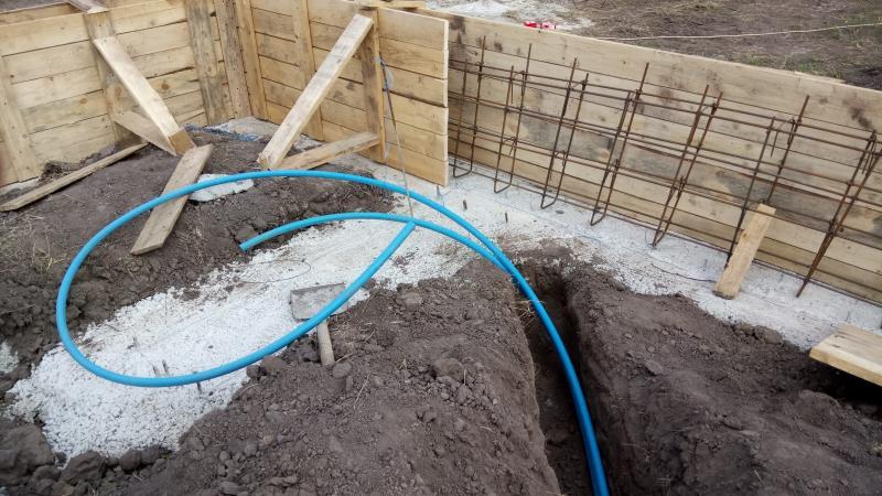 Вывод трубопровода в будущую кательню