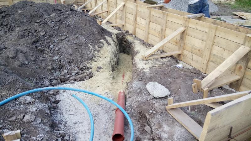 Ввод канализационной трубы в кательную