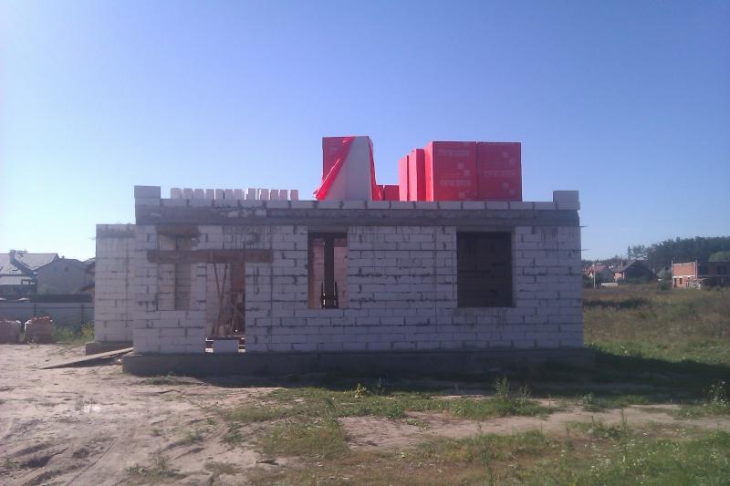 Строительство дома из газобетона. Вид со стороны улицы