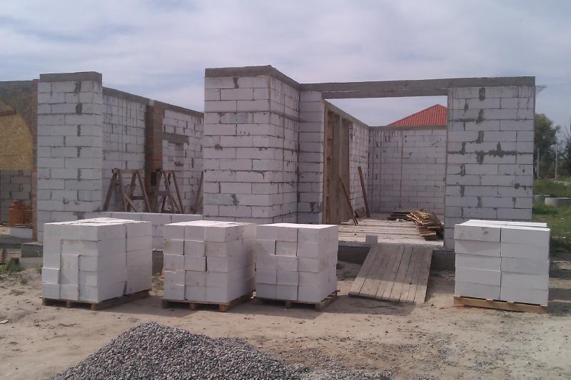Строительство дома из газобетона. Вид с лева