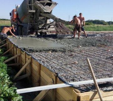 Заливка бетонной плиты первого этажа / КПВ Строй