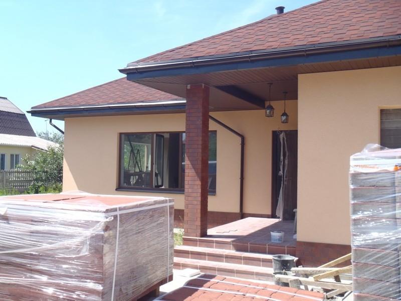 фасад дома в бадане